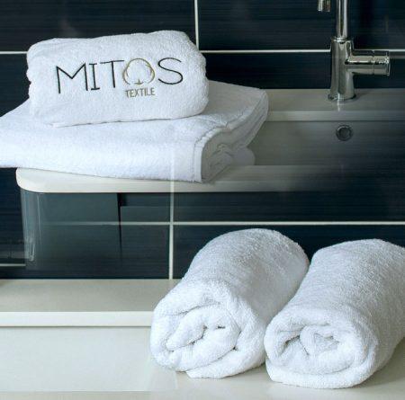 Πετσέτες ξενοδοχείου με κέντημα